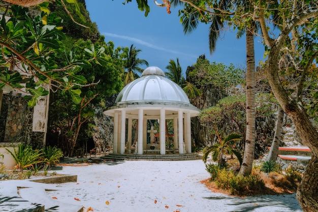 Santuário matinloc, uma construção em uma das ilhas de el nido, palawan, filipinas