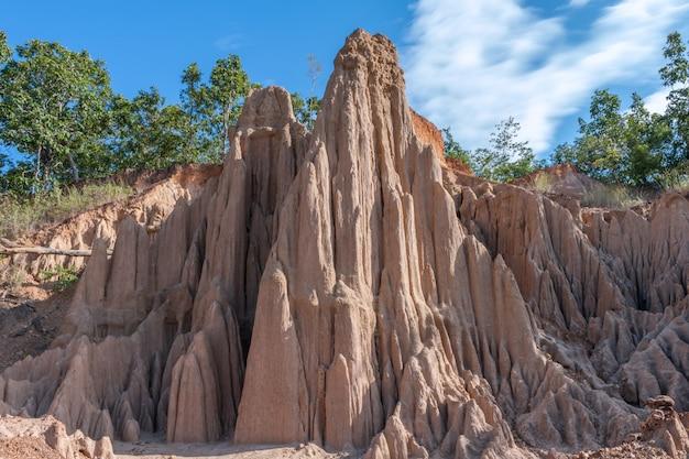 Sao din na noi erodiu pilares de arenito na tailândia