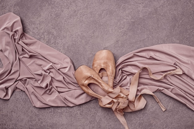 Sapatilhas de balé na cor rosa.