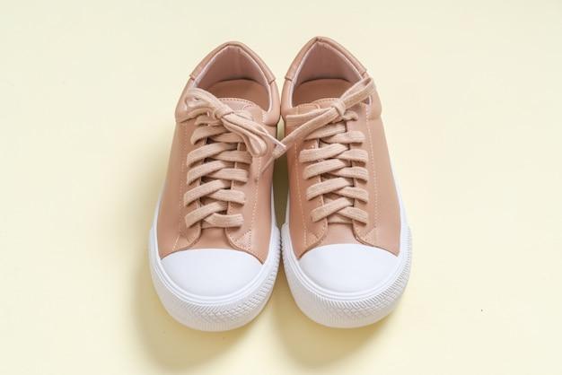 Sapatilhas de couro das mulheres sapatos