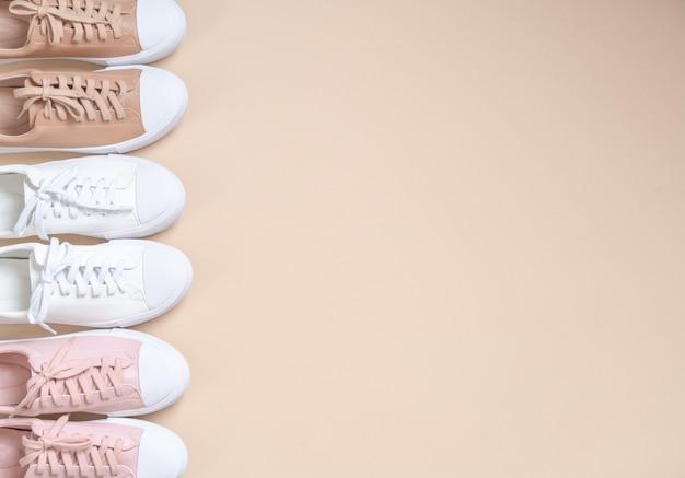 Sapatilhas de couro das mulheres