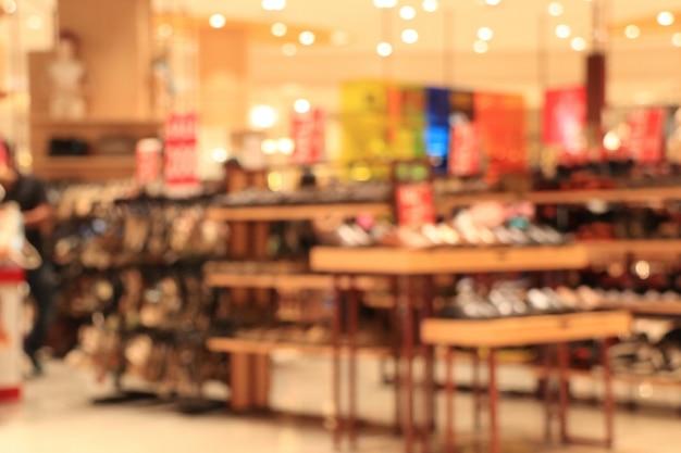 Sapato borrado em shopping center