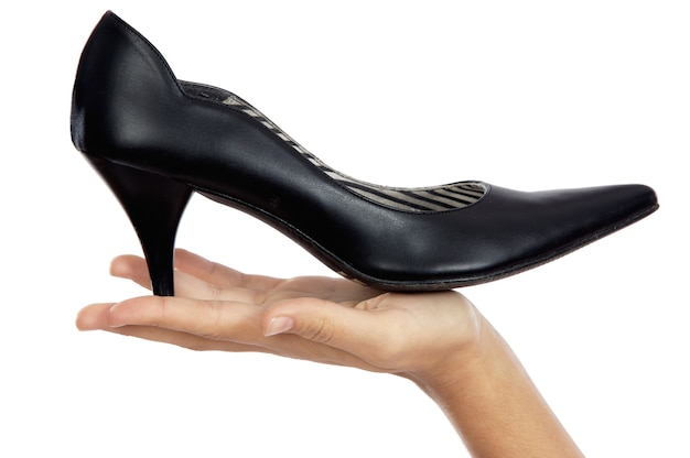 Sapato de whit de mão um sobre fundo branco