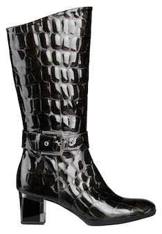 Sapato feminino de couro envernizado preto brilhante com salto alto branco
