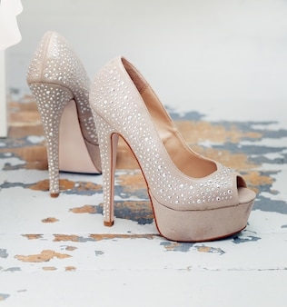 Sapatos bonitos com brilhantes