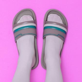 Sapatos da moda flip-flop. arte com estilo minimalista e plana