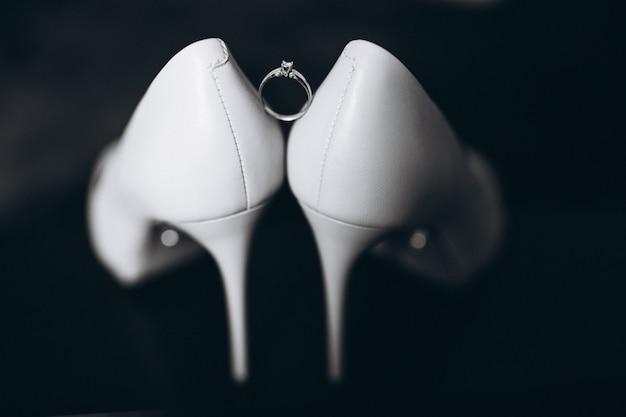 Sapatos de casamento da noiva