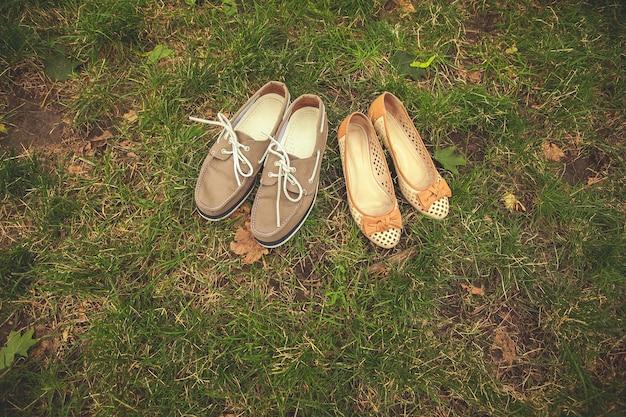 Sapatos de casamento do noivo e da noiva