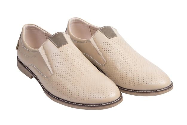 Sapatos de couro clássicos masculinos isolados no fundo branco. vista do topo