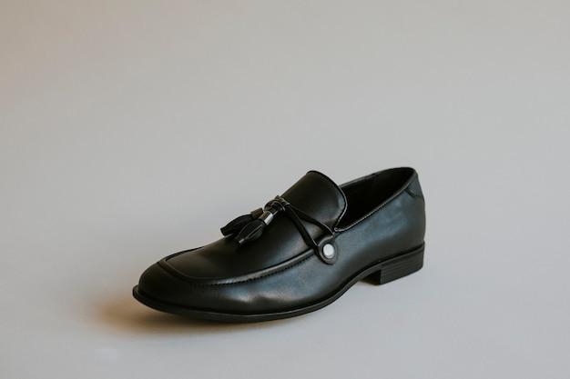 Sapatos de couro com borla, roupa formal masculina