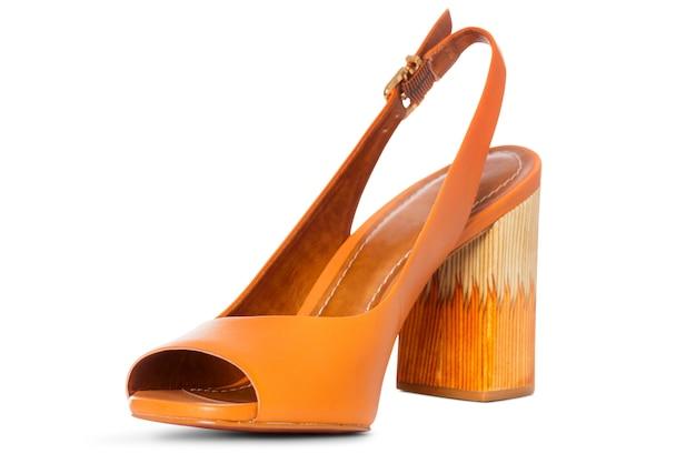 Sapatos de couro de salto alto com perfil de vista lateral
