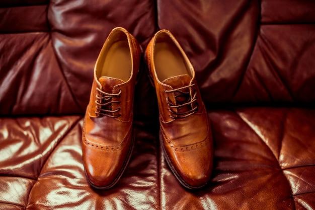 Sapatos de couro marrom luxo masculino