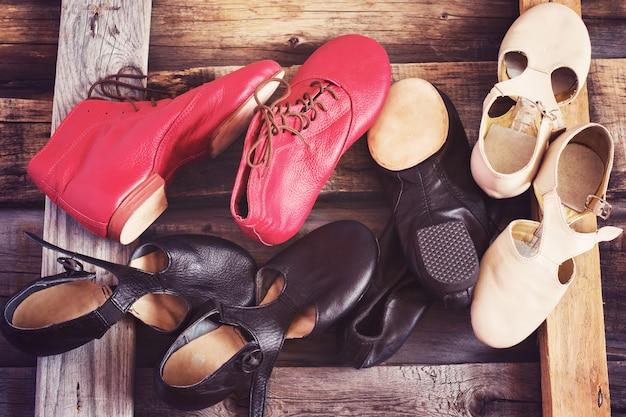 Sapatos de dança jazz de cores diferentes, imagem colorida