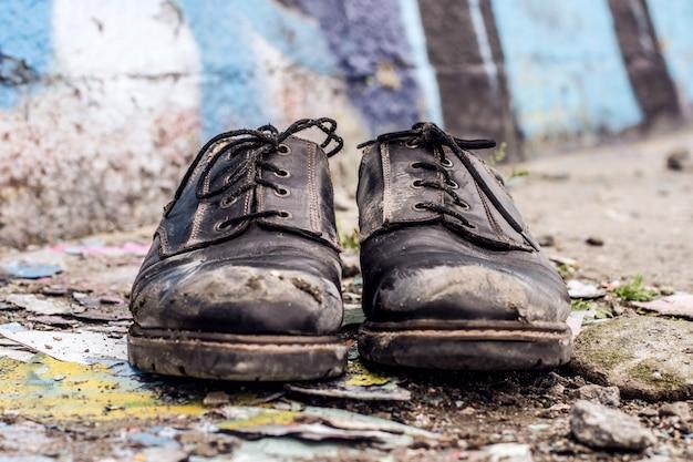 Sapatos de homem sem-teto