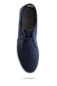 Sapatos de homens de moda azul com perfil de vista superior isolado no branco