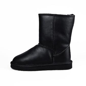 Sapatos de inverno preto no branco