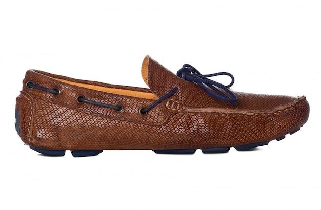 Sapatos de moda masculina de couro com perfil de vista lateral isolado no branco