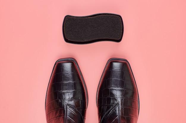 Sapatos de mulher com uma esponja polonesa