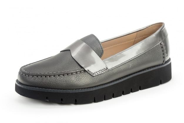 Sapatos de mulheres sola plana isolados no fundo branco