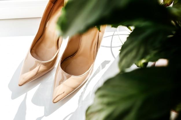 Sapatos de noiva de sandália de casamento sapatos formais para casamentos.