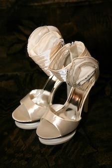 Sapatos de noiva elegantes bege