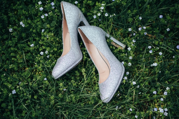 Sapatos de noiva elegantes e modernos.