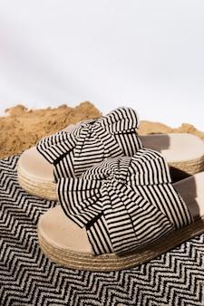 Sapatos de verão de ângulo alto