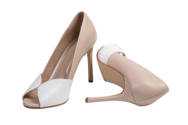 Sapatos femininos clássicos em um fundo branco