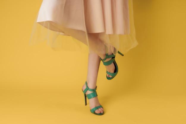 Sapatos femininos, moda verde, estilo moderno
