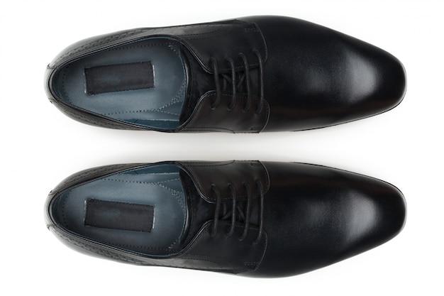 Sapatos isolados no branco