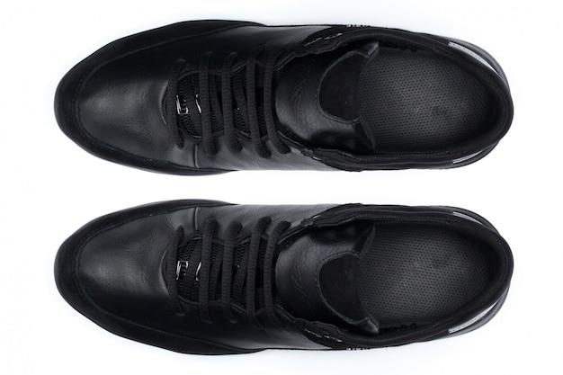 Sapatos isolados no fundo branco. vista do topo.