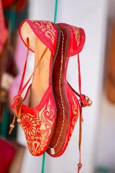 Sapatos marroquinos coloridos