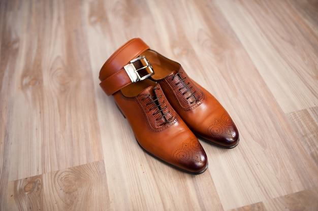 Sapatos masculinos, cinto