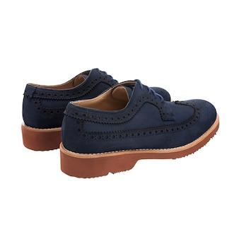 Sapatos masculinos clássicos de camurça com atacadores (também conhecidos como derby, gibson ou pontas) isolados na superfície branca