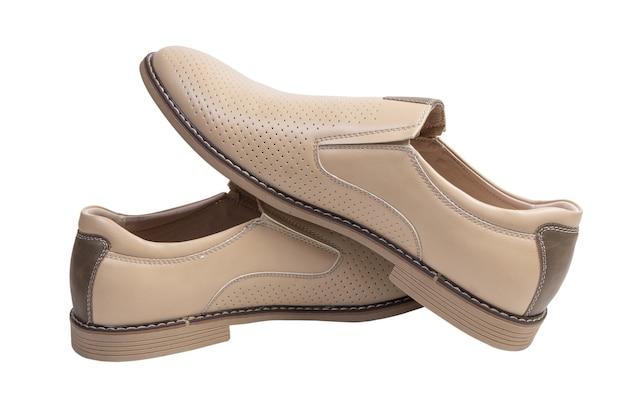 Sapatos masculinos clássicos de couro isolados no fundo branco