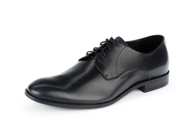 Sapatos masculinos de couro preto formal isolados no fundo branco