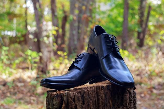 Sapatos masculinos de couro preto