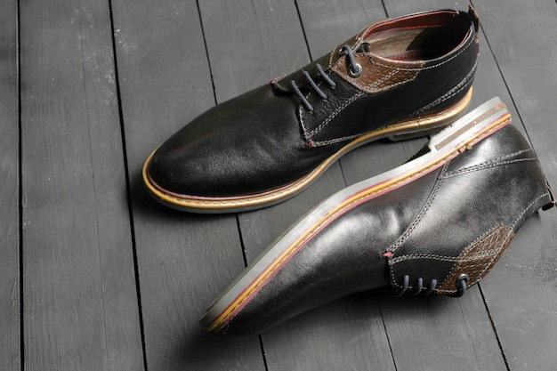 Sapatos masculinos de couro