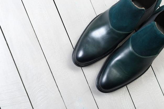 Sapatos masculinos em couro