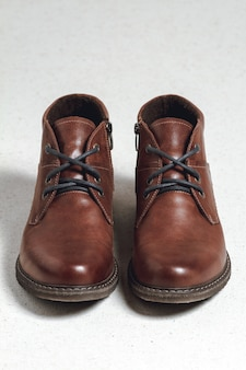 Sapatos masculinos em fundo branco