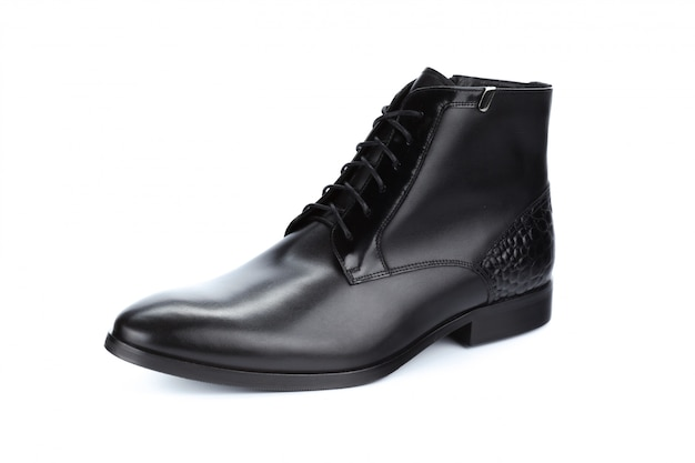 Sapatos masculinos formais de couro preto isolados no branco