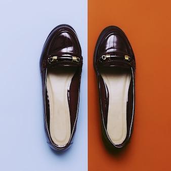 Sapatos senhora. temporada de outono da moda da borgonha