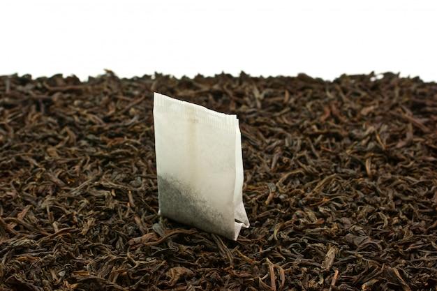 Saquinhos de chá isolados em um fundo branco