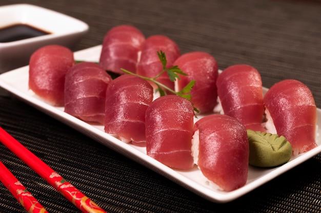 Sashimi arroz comida prato japonês, comida asiática, refrescante e comida saudável, alimentos orgânicos mar