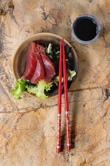 Sashimi de atum com molho de soja