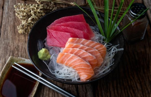 Sashimi de salmão e atum ao estilo do japão.