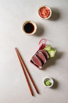Sashimi de sushi de atum
