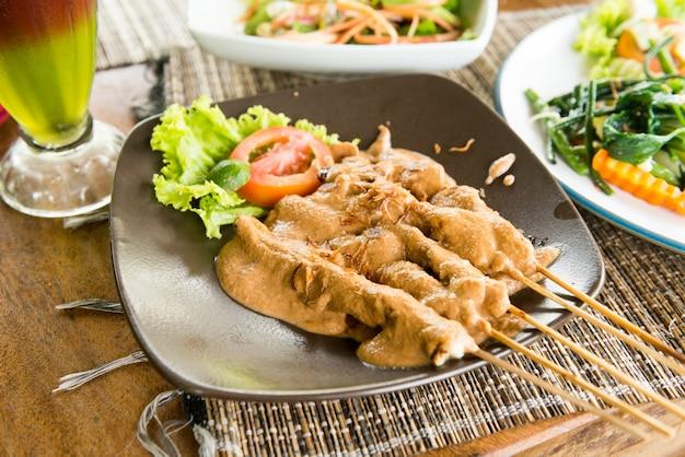 Sate ayam - comida orgânica de bali