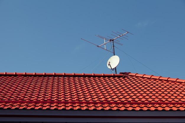 Satélite no telhado para televisão