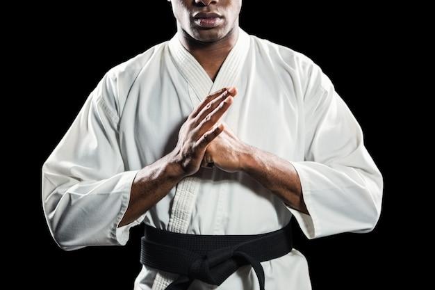 Saudação de mão realizando lutador